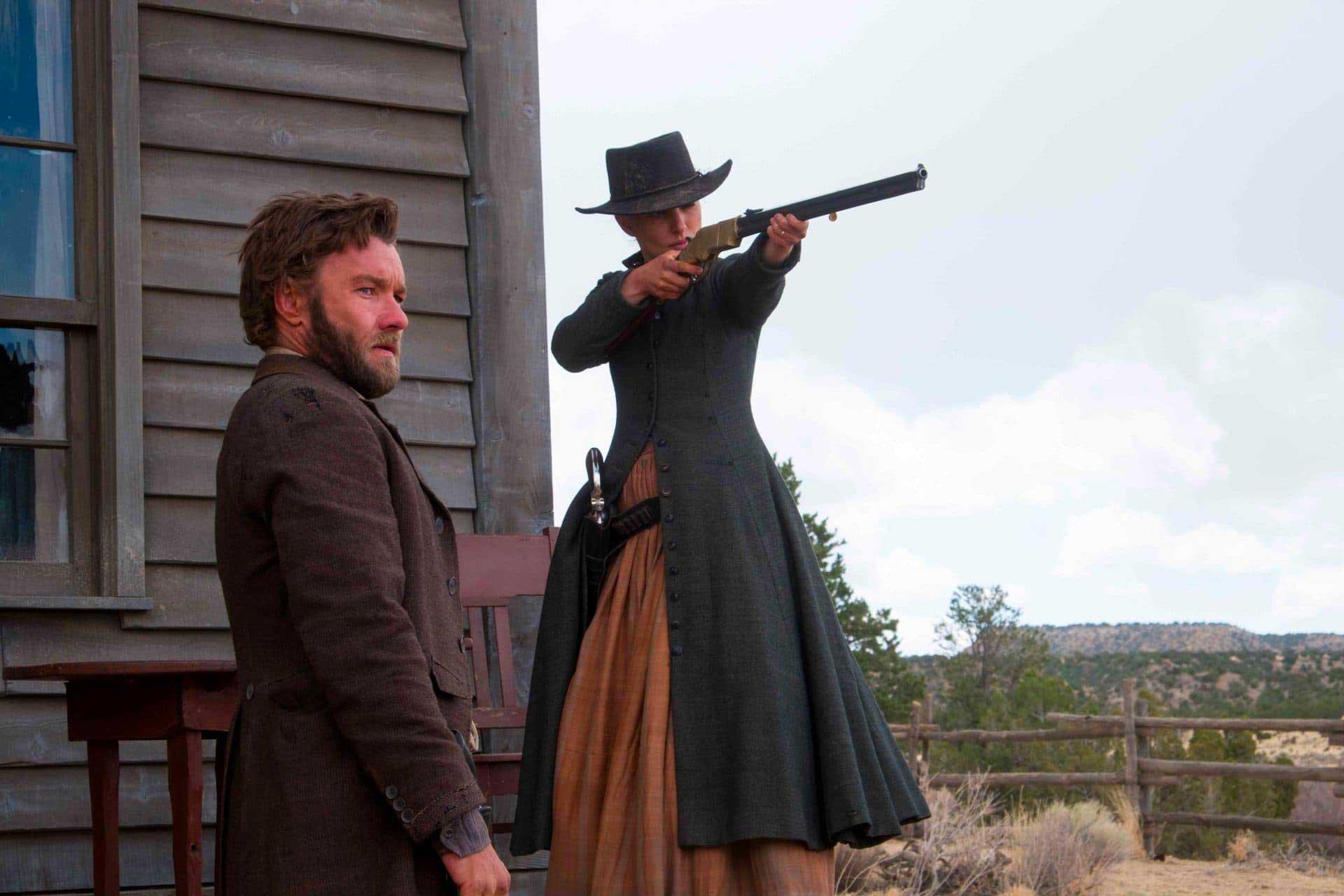 Natalie Portman e Joel Edgerton in Jane Got a Gun